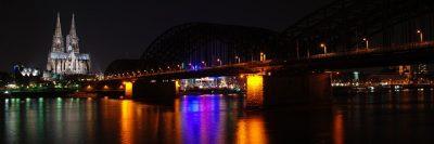 Köln bei Nacht , Kölner Dom, Hohenzollernbrücke und der Rhein