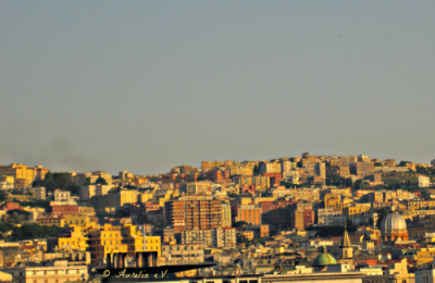 Blick vom Hafen auf Neapel