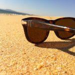 Sonnenbrille am Strand