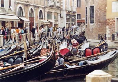 Klassenfahrten Italien - Gondeln in Venedig
