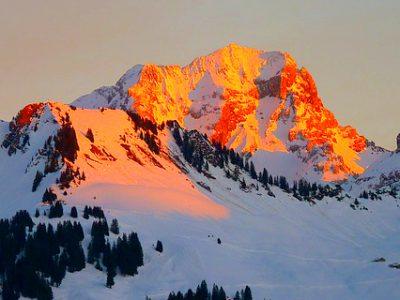 Alpenglühen in den schweizer Bergen