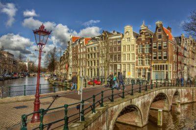 Amsterdam Brücke über Grachten